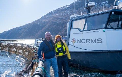 GLAD: Daglig leder Thomas Myhre i Nor Maritime Service AS (NORMS) er veldig fornøyd med å få Trine Mosling-Elvebakk med på laget. – Dette var en helt unik mulighet, så her var det bare å ta årene fatt med en gang, sier Mosling-Elvebakk.