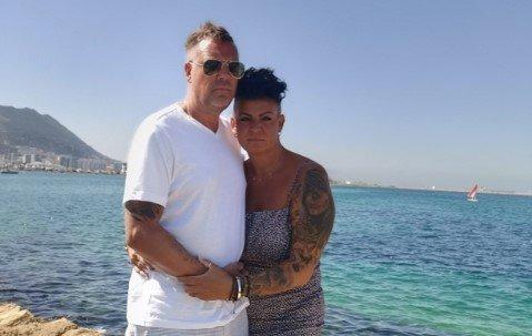 Rosmari Sorthe og mannen Hans Erik Børjesson befant seg plutselig midt i dramaet da en bil kjørte amok mellom fotgjengerne i et restaurantområde i Marbella mandag ettermiddag. Bildet er tatt i en annen anledning.