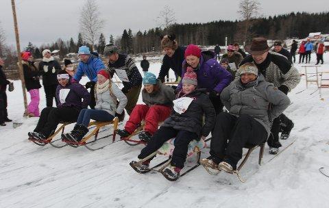 MED PASSASJER: Sparkstøttingen ble tung da deltakerne måtte ta den store runden på isen med passasjer.bilder: hans dyblie