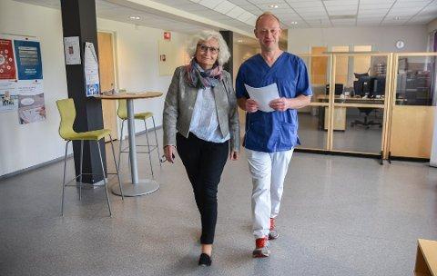 """RESTRIKTIVE: – Vi kan ikke sjukemelde folk fra livet"""" NAV-leder Marianne Gjerdrum og fastlege Bo Brendstrup i Våler."""