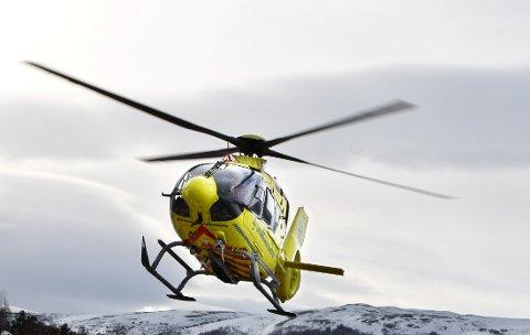 37 OPPDRAG FOR LUFTAMBULANSEN: Det har vært hektiske vinterferieuker for mannskapet på legehelikopteret på Dombåsbasen.