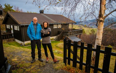 Erlend (54) og Orsolya Haarberg (43) hjemme i Øvre Nordheradsvegen i Vågå.