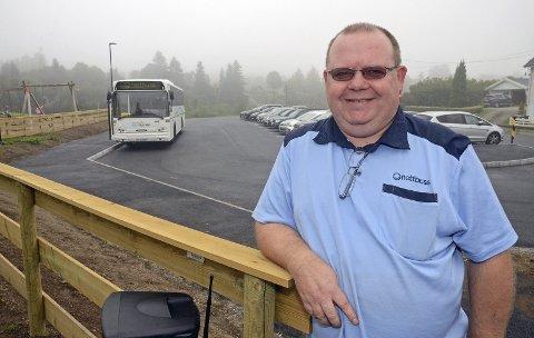 BUSSER: Trafikkleder Geir Nilsen i Trønderbilene melder om innstilte skolebussruter.