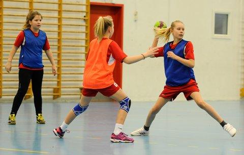 J10-laget i nedlagte Halden HK spilte kamp som normalt søndag morgen - da som Degernes-spillere.