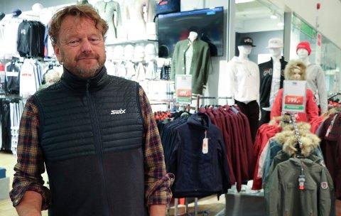 FLERE PÅ GANG: To nye sportsbutikker har åpnet like over gangen der butikksjef Lars Foldøy driver MX Sport på Raglamyrsenteret. - Det er bare gledelig og det kommer flere butikker etter hvert. Vi ønsker oss en kjøpesenter-følelse, sier han.