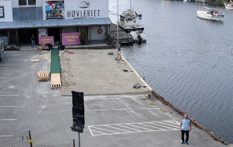 PRØVER NOE NYTT: Fredag og lørdag rigger Bjørn Dybdahl opp for en kulturell opplevelse langs Smedasundet.