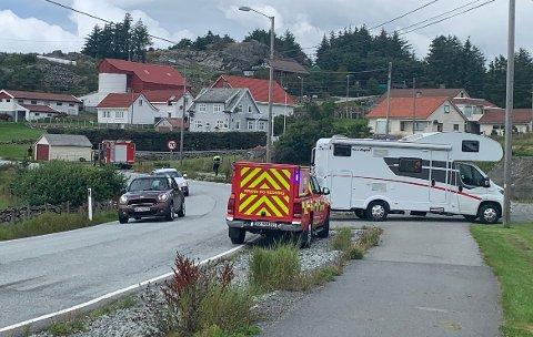 ULYKKE: En bobil og en personbil er involvert i en ulykke på Karmøy onsdag ettermiddag. Bilen til venstre har ingenting med ulykken å gjøre.