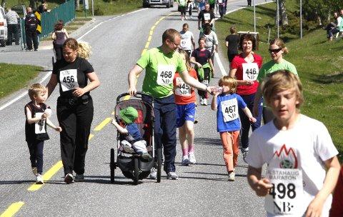 KOMBINASJON: Nå kan du kombinere minimaraton i Alstahaug maraton (4 km) med svømming og sykling og bli med på lavterskel triatlon. Arrangørene av Alstahaug maraton samarbeider med Kulturbadet i Sandnessjøen.  FOTO: PER VIKAN