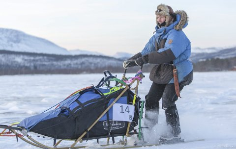 GOD DEBUT: Caroline Mølgaard Onarheim debuterte i hundekjøring med 17 mil i Troms Quest 2018. En tøff start, men Caroline har trent hele sesongen og gjennomførte med glans.  FOTO: TRULS KRISTIAN IVERSEN