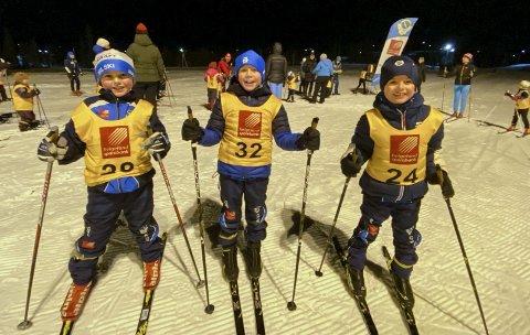 IVRIGE: Disse tre fra Mosjøen IL Ski har som mål å ga alle karusellrennene slik de gjorde i fjor.  Fra venstre Theon Larsen Brown, Emilian Farstad og Matias Vesterbekkmo Hagen i G9. Onsdag kveld konkurrerte de på Sjåmoen.  Foto: Per Vikan