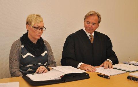 TAPTE I HØYESTERETT: Liss-Merethe Hermansen og hennes advokat Einar I. Lohne i Alta tingrett i 2017.