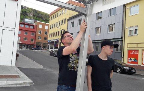 RIGGER NED: Prosjektleder for Hammerfestdagan i år, Lars Aude Arnesen, kan fornøyd rigge ned teltet søndag.