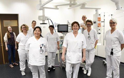BROKKTEAMET: Her er deler av teamet bak Brokksenteret i Harstad. Fra venstre: kvalitetsrådgiver Anja Kjærland, prosjektleder Trude Ryland, operasjonssykepleier Cathrine Lindrupsen, seksjonsleder Hanna Skår ved kirurgen/dagkirurgen, operasjons- og fagutviklingssykepleier Lone Malmo, seksjonsleder Elin Vollan ved anestesi, gastrokirurg Lene Østerballe, seksjonsoverlege Rolf Arne Iversen ved anestesi/operasjon og avdelingsleder Gry Tufte-Gerhardsen ved Kirurgisk avdeling.