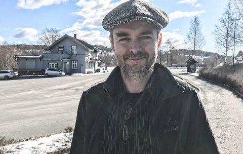 TRIVES: Truls Olsen trives med å bli 50 år. Nostalgikeren er spesielt glad i lokalhistorie, enten det er snakk om Tertitten eller sykler.