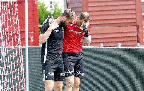 UTE I MINST TO MÅNEDER: Igor Spiridonov skadet seg på trening for halvannen uke siden, og fikk hjelp av naprapat Ole Martin Tunheim.