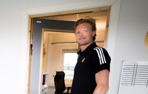 UTFORDRINGER: Andreas Aalbu (30) tok nylig over som daglig leder i Ull/Kisa Fotball. Utfordringene står i kø for den tidligere fotballproffen.