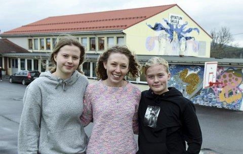 God kontakt: Maia Pile (t.v.) og Frida Øvrevik Farestad (t.h.) har fått god kontakt med Rebecca Stein i løpet av praksisperioden hennar.