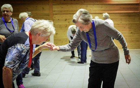 En fast gjeng samles på seniordans i Hvittingfoss på mandager. En av dem er  Solveig Surlien (100), Foto: Jenny Ulstein