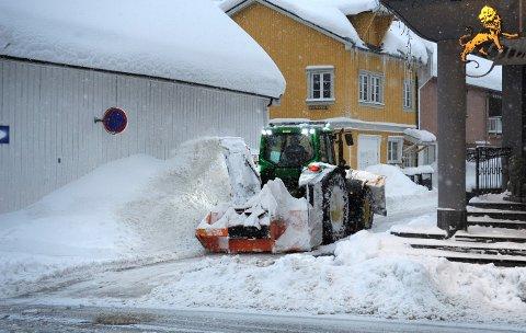 Snøkaos: Snøen lagde en del problemer for både folk og by i vinter. Nå må kommunen lage en plan for dumping av snø.