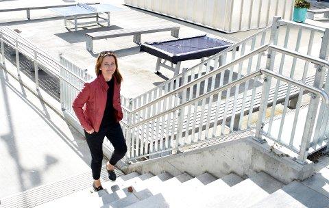 Heidi Tovsrud Knutsen tar seg tid til å gå inn i lokalpolitikken for Arbeiderpartiet fordi hun mener det er viktig. Hun leder til daglig internasjonal seksjon på Universitetet i Sørøst-Norge.