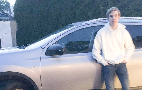 KREVENDE: - Pappa låner bort bilen og det blir kostbart å kjøre til og fra skolen på Notodden fra kongsberg med bomavgifter og bensinkostnader, sier Nataniel Scarborough (18).