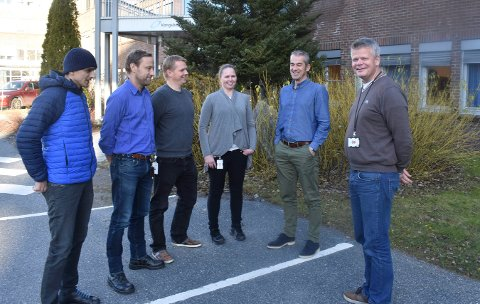 Kongsberg Ferrotech: Administrerende direktør Christopher Carlsen (t.h.) med noen av de ansatte. Fra venstre: Mario Zuvela, Robert Ekengren, Tor Helge Tyldum, Anette Evensen og Torgeir Bræin.