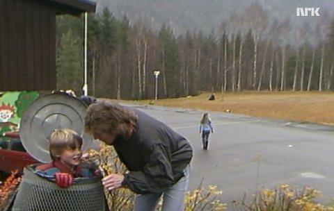 Jan Atle ble intervjuet av programlederen Bjarte i 1985 mens han lekte gjemsel på Jondalen skole. Temaet var hva skoleelever rundt om i Norge gjorde i friminuttene.