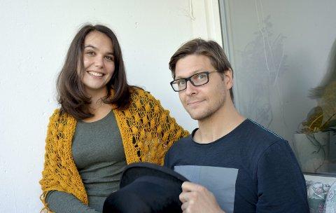 PÅ TURNÉ: Det stille teateret – aka Thea Skallevold og Håvard Steensen fra Tranby – er på vei til teaterfestival i Gøteborg for å spille forestillingen På havets bunn.