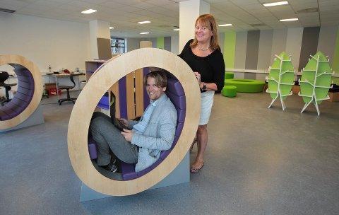 VIL STARTE SKOLE: Selskapet har privatskoler flere steder på Østlandet. Nå ønsker de å etablere seg i Lillestrøm kommune. Fredrik Bjørge Hansen og Lise Evensen hos Childrens International School, her fra skolen i Moss.