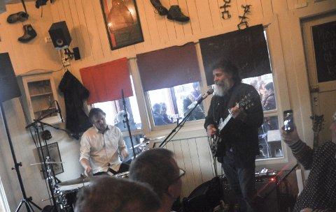Klar for bluesfest: Festivalsjef Trine Mentzen og resten av Codstock er klare for en ny utgave av bluesfesten i helga. Her et glimt fra en av fjorårets konserter på Klatrekafeen, en av flere scener i fiskeværet under Codstock. Foto: Arkiv