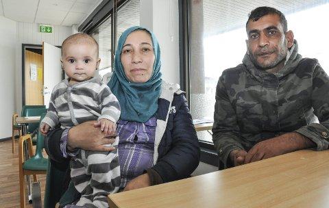 Flyktet: 4 mnd gamle Qamar, som betyr måne, ble født i flyktningeleiren i Hellas. Mamma Zubaida Alrakadh og pappa Zekaria Alqadhi kommer fra storbyen Deir ez-Zor, til Stamsund. Foto: Lise Fagerbakk