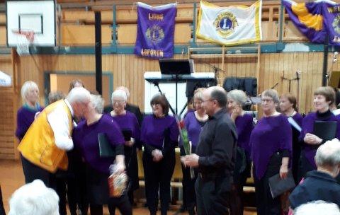 KOR: Salig Blanding bidro med korsang.