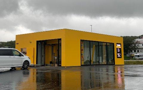 Den nye vaskehallen på Leknes åpner snart.