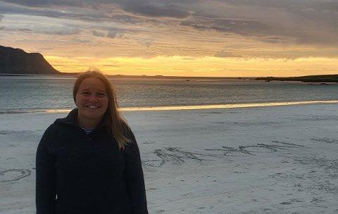 Tilflytter Johanna Berthelsen er glad i naturen og trives godt i Lofoten. Hun liker å være ute, og går en del på tur.