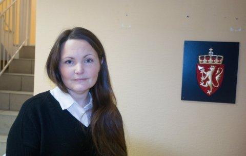 STRASBOURG-SVAR: Advokat Nadin Askeland Humlen arbeider med et tilsvar til Den europeiske menneskerettsdomstole. I påvente av en avgjørelse i Strasbour, er straffesaken ved Lister tingrett mot Yasmin Kristensen for trygdebedrageri stilt i bero.