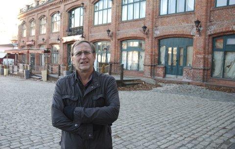 Alternativer: Eirik Tveiten (Rødt) er en av flere som tar til ordet for at man må se på alternative plasseringer av stasjon og jernbanetrasé i Moss. Her er han fotografert ved Basartaket i 2013.
