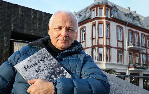 BYHISTORIE: Espen Vinje har gitt ut boken «Mossinger i Moss» med bilder av byfotograf Johan Rynnås. Gjennom et langt liv fotograferte han stort og smått og store og små i byen vår.