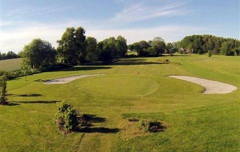 Klart: Det er idyllisk vårstemning over Ekholt Golfpark om dagen. Foto: Magnar Håmo