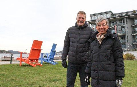 Gave til byjubileet: Ordfører Hanne Tollerud og Terje Pettersen har orientert om planene for badeanlegget. Det skal stå ferdig til sommeren.