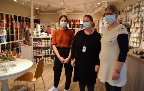 FØRSTE DAG: Tilly Borg (f.v.), Cecilie Tofthagen og Henriette Welten har hatt hektiske dager for å bli klare til åpning. Nå er de glade for å ta imot kunder.