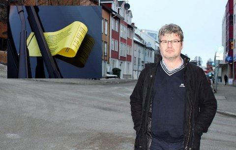 Fagsjef i Tromsø parkering, Tore Bentzen, forteller at de forsøker å tekste skiltene på engelsk slik at turister skal forstå. Foto: NTB Scanpix/Astrid Øvre Helland.