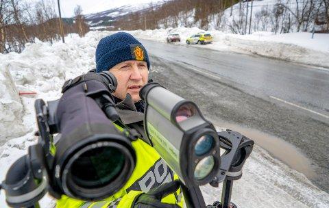 DELTE MENINGER: UPs førstebetjent Rune Teigen Badar sier det er ulik oppfatning av gruppene som varsler om fartskontroller.