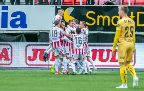 JUBEL: TIL-spillerne etter Juha Pirinens 1-0-scoring mot Bodø/Glimt 16. mai.