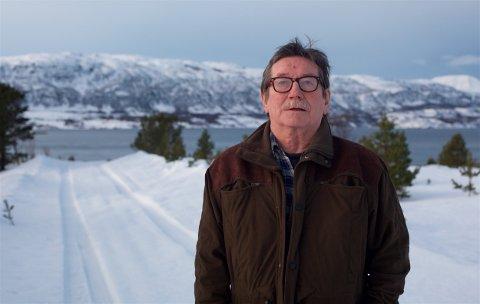 UTRYGT: - Det er utrygt å bo her ute når veien ikke blir brøytet, sier Jacob Kristiansen. Minstepensjonisten har store helseplager, og vet ikke hvordan han skal komme gjennom vinteren.
