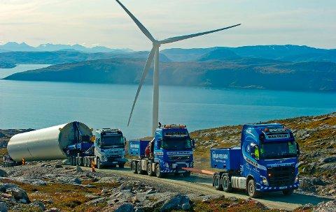 FULLFØRT TRANSPORT: Oppbyggingen av vindmølleparken på Kvitfjell og Raudfjell startet i 2017. Nå er anlegget i drift.