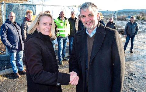 - Vi gleder oss til å komme igang med byggingen av Labo, sier ordfører Guri Bråthen i Østre Toten kommune og administrerende direktør Helge Nakken hos Backe Oppland AS. Byggeprosjektet er tidenes største for dem begge.