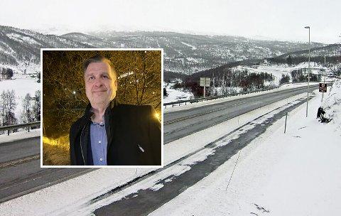 VELGER FILEFJELL:  Mange fjelloverganger er stengt, men driftsjef Kjetil Olsen i Toten transport forteller at de oftest velger å kjøre E16 over filefjell. Der er det stort sett åpent.
