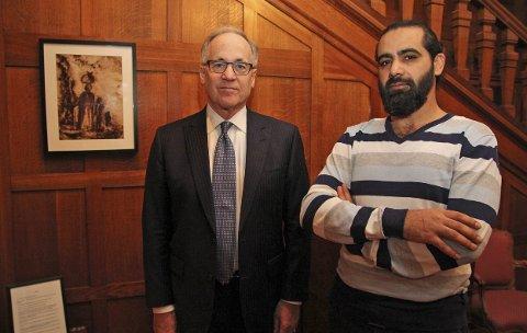 MØTTES: USAs ambassadør Samuel Heins og den syriske kunstneren Anas Salameh i ambassadørens residens. FOTO: USAs ambassade