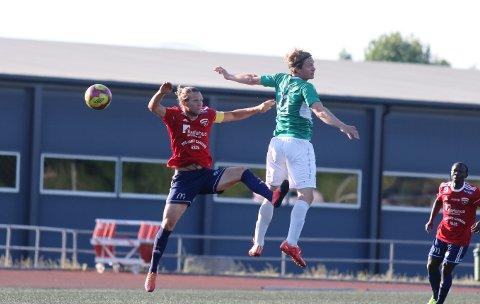 SCORET, MEN: Anders Tronbøl scoret ett av målene for Ås mot Rakkestad. Med 3,2 baklengsmål i snitt pr. kamp denne sesongen sier det seg selv at det blir vanskelig å vinne mange fotballkamper.