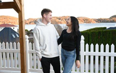 IDRETTSPAR: Fotballspiller Markus Kaasa og håndballspiller Helene Voss Sanner kan nå nyte denne utsikten fra sin nye bolig. Foto: Kristian Holtan